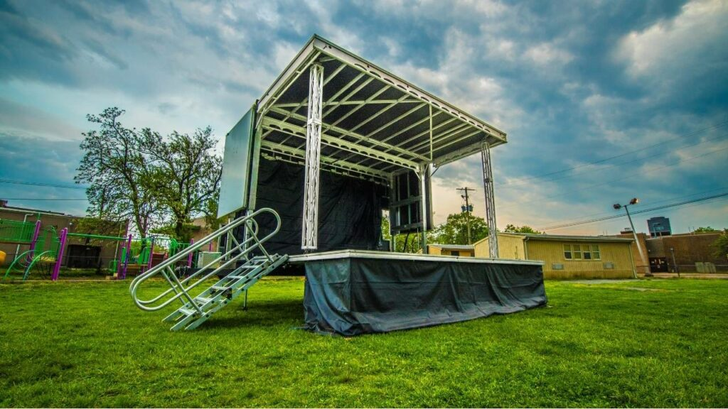 this picture shows the best mobile stage to rent